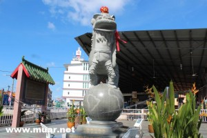 The King of Lion Dance Statue