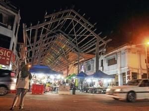 Bazaar lights up Muar town