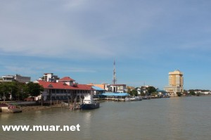 Muar river pollution is mainly from industrial estates, poultry farms and sewege water