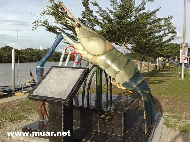 River Prawn (Udang Galah) statue in Panchur was damaged