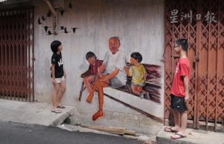 """""""爺孫納涼""""贏讚賞‧麻坡市民歡迎壁畫進駐 [Mural in the alley]"""