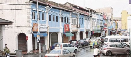 Older part of Muar town with its heritage buildings. Pix by Norbaiti Phaharoradzi