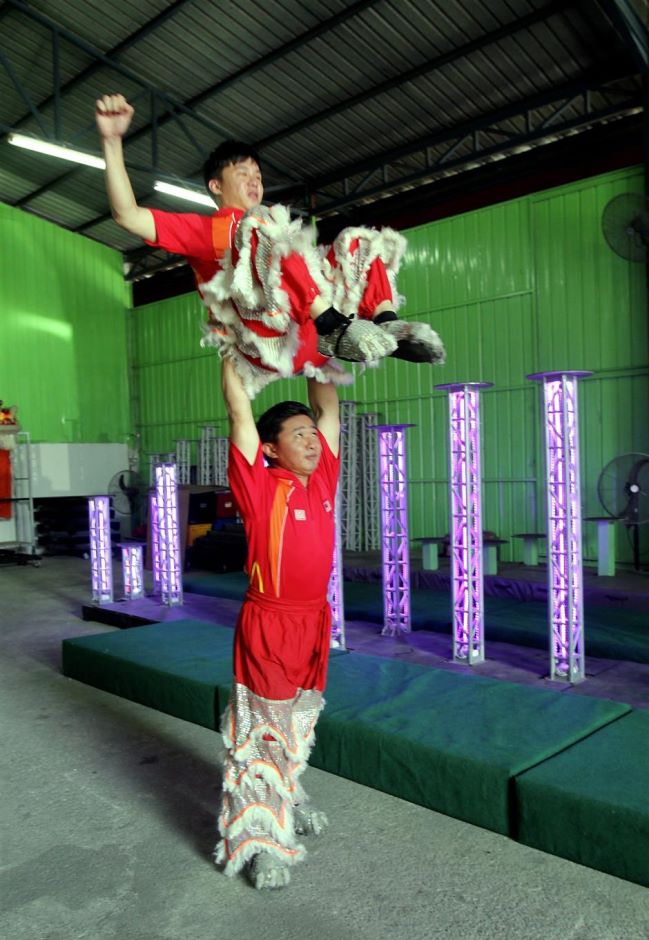 The team of Si Tiam Yong (top) and Chong Kok Fu was one of the greatest champions of Kun Seng Keng. – ART CHEN/The Star