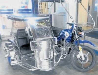 """三轮摩托德士环绕麻坡 打造""""香妃王城""""旅游特色 [Motorized trishaw taxi is introduced in Muar]"""
