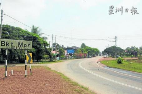 武吉摩(Bukit Mor)與巴冬新村相距不到2公里。