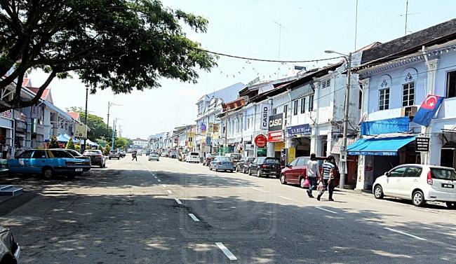 JALAN Maharani yang akan dinaik taraf dan diperindahkan bakal dikenali sebagai Persiaran Maharani sesuai dengan gelaran Bandar Maharani Bandar Diraja di Muar, Johor. UTUSAN/ISHAK RAHMAD