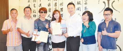 台湾2艺人任麻坡旅游大使 [Two Taiwanese singers are appointed as Muar Tourism Ambassador]