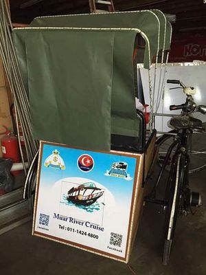 市会免费培训 为旅游业出力 麻坡三轮车下月登场 [Trishaw service in Muar is rejuvenated for tourism]